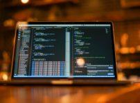 WebマーケティングVSプログラミング!結局どっちが稼げるのか?
